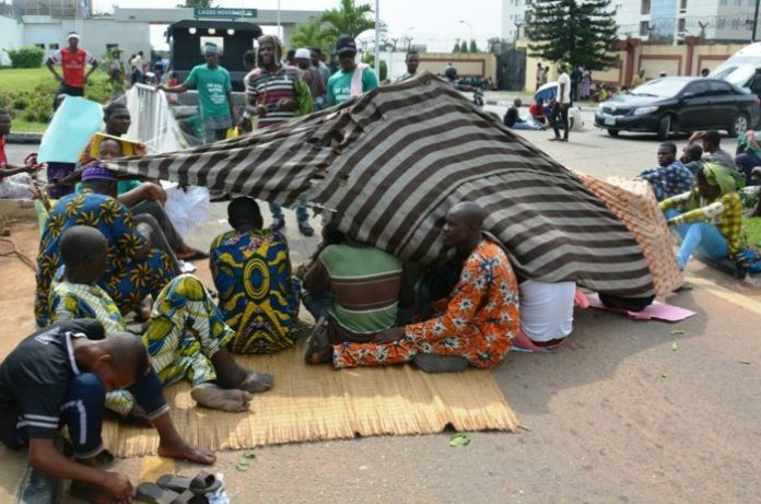 Residents of Otodo Gbame convert State House road to apartment
